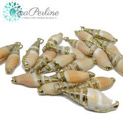 Ciondolo Conchiglia naturale  tono Sabbia bordi smaltato metallo oro