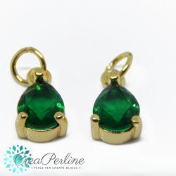 Charms Ciondolo Goccia in ottone tono oro  con zircone Verde smeraldo