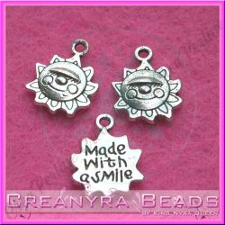 10 Pz Charms ciondolo Sole  scritta Made with smile in metallo