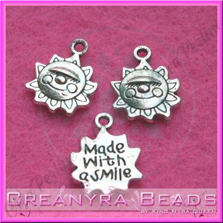 10 Pz Charms ciondolo Sole  scritta Made with smile in metallo