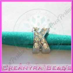 Lettera K strass foro largo in metallo 9x5mm foro da 3 mm