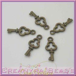 20 Pz Charms Ciondolo chiave Trifoglio 16 mm metallo tono bronzo