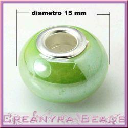 Perla foro largo in ceramica verde con rivetti