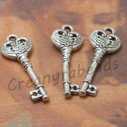 8 Pz Charms Ciondolo chiave Impronta in metallo argentato antico 31mm