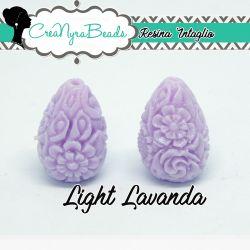 Perla Goccia in resina intagliata rilievo fiori colore Light Lavanda