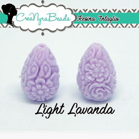 Perla in resina intagliata rilievo fiori colore Light Lavanda