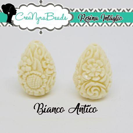 Perla in resina intagliata rilievo fiori colore Bianco Antico