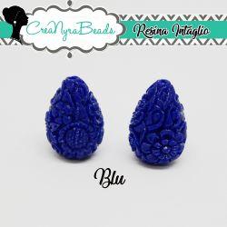 Perla Goccia in resina intagliata rilievo fiori colore Blu